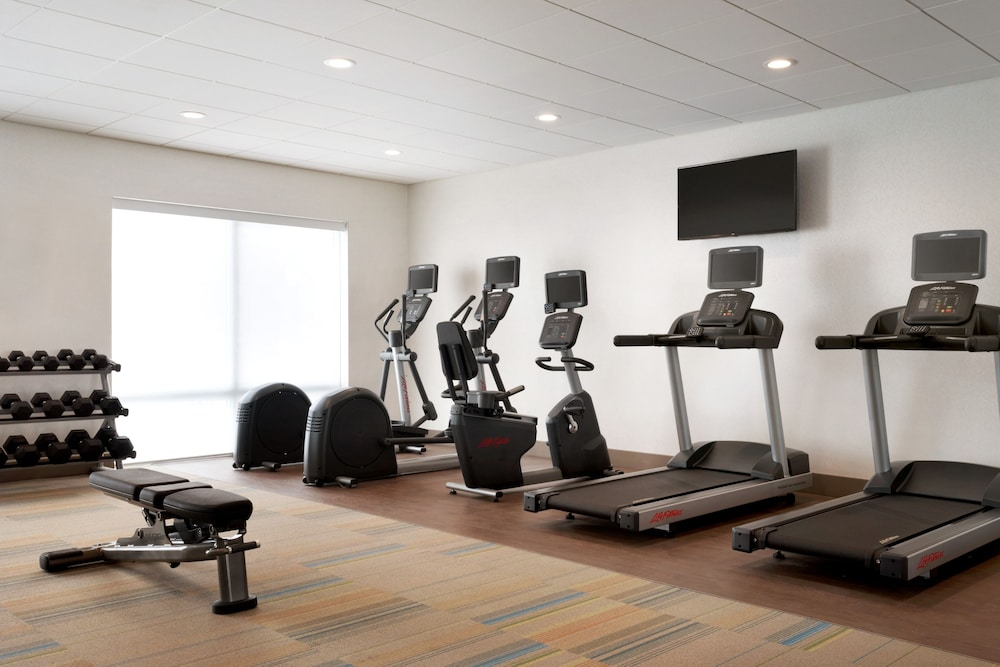 Fitness Facility, Holiday Inn Express And Suites-Cincinnati South - Wilder