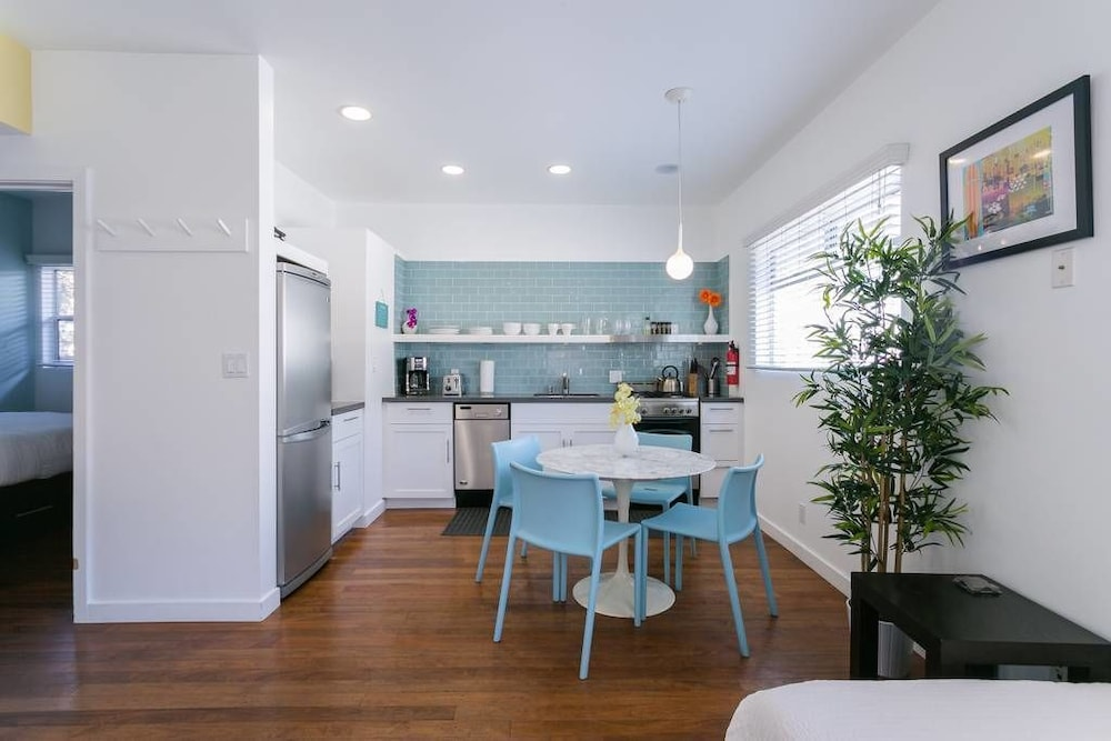 Venice Beach Vacation Condos 4 0 Out Of 5 Exterior Featured Image