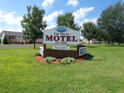 Great Place to stay Fair Haven Motel & Cabins near Red Creek