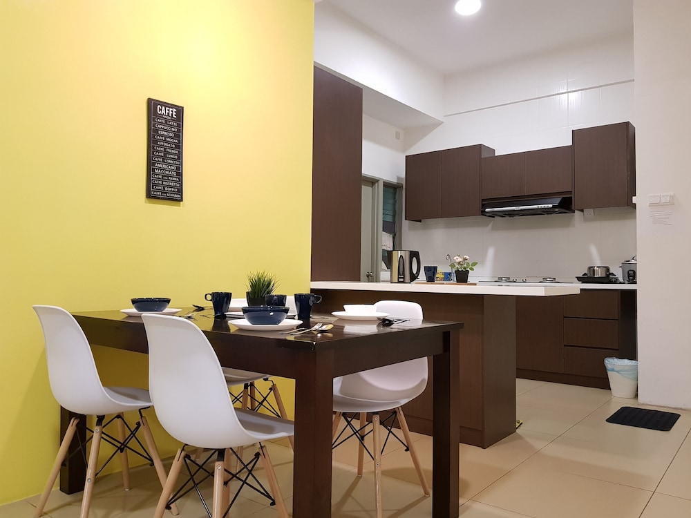 In-Room Dining, Play Residence at Golden Hills