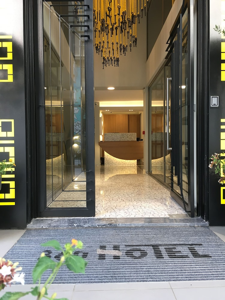 Property Entrance, 360 Degrees Pop Art Hotel
