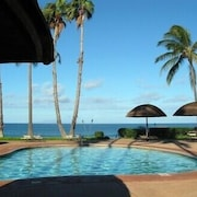 Fabulous One Bedroom Oceanview Tropical Vacation Getaway by RedAwning