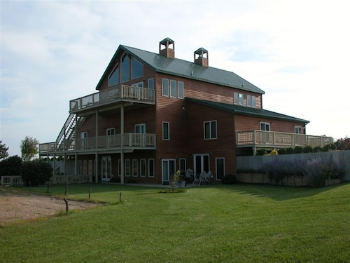 Check Expedia for Availability of Comstock Premier Lodge