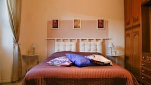 Copriletto in piuma, una cassaforte in camera, ferro/asse da stiro