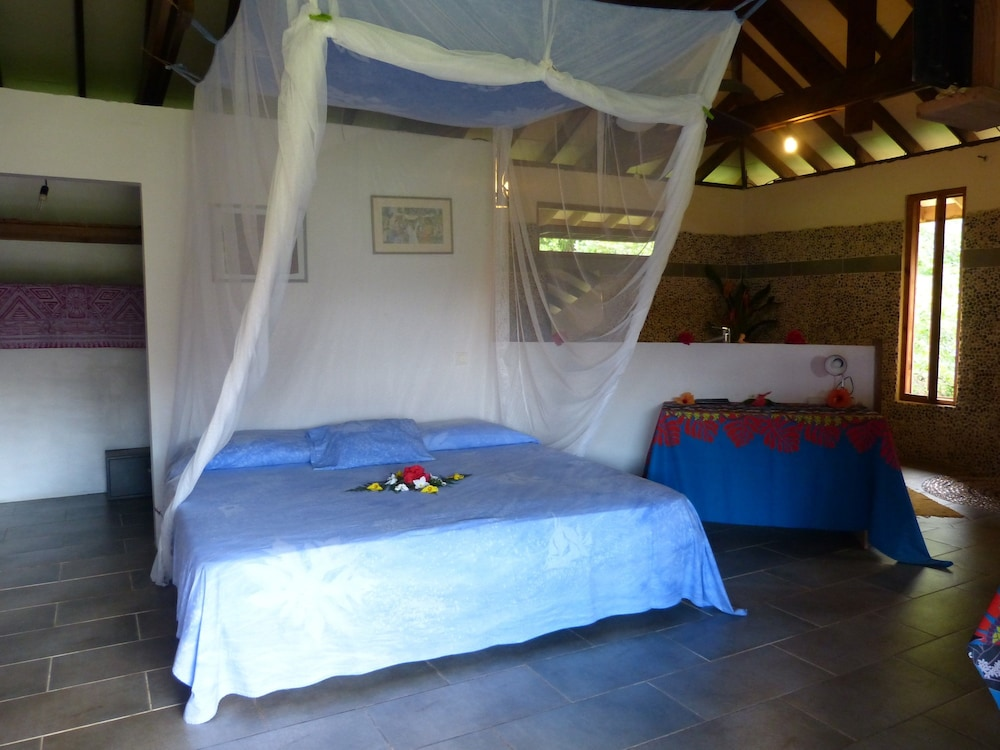 Room, Fare Oviri Lodge