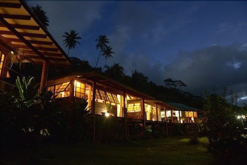Front of Property - Evening/Night, Fare Oviri Lodge