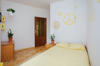 Lucka Rooms - Yellow Submarine B24.1