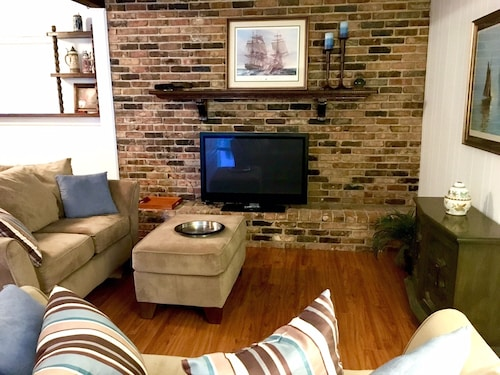 Great Place to stay Comfortable & Clean 3/2 Suburban Home near Metairie