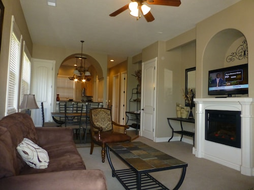 Upscale Condo by Silver Dollar - Indoor Pool - KID Splash PAD - Work-out Room