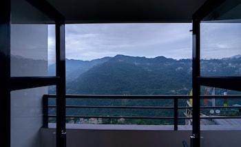 Route pour Gangtok, la capitale du Sikkim, le long dune route bordée de.