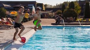 Seasonal outdoor pool, open 8:00 AM to 10:00 PM, sun loungers