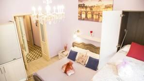 Premium bedding, in-room safe, iron/ironing board, free WiFi