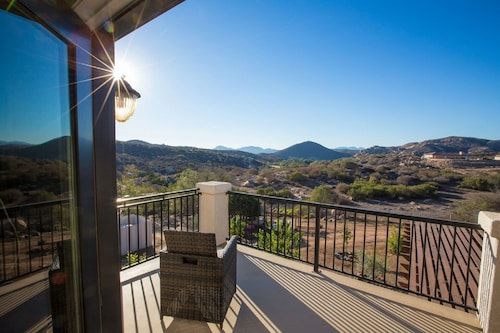 Private Home With Sweeping Views! Extra-comfy Bed, Satellite TV, Fully Stocked!