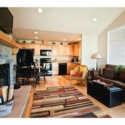 2 Bedroom, Fully Furnished Town Home Sleeps 6 Close to Suncadia
