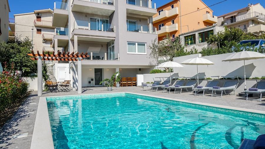 Endless Summer Apartments