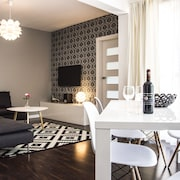 Luxury Garden Apartment by PLA