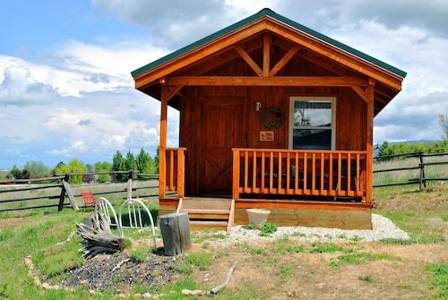 'wolf Den'-a Perfect Romantic Honeymoon Cabin and a Sportsman's Paradise Cabin
