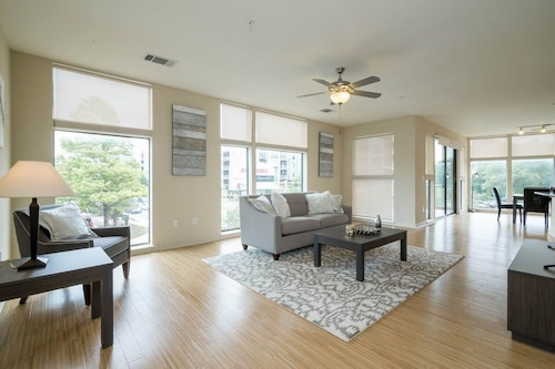 Great Place to stay Apartment 562 m From the Center of Austin With Internet, Pool, Air Conditioning, Lift near Austin