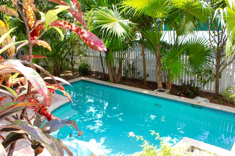 Oversized Oldtown Home For The Whole Family With Private Pool And