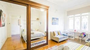 2 bedrooms, Egyptian cotton sheets, premium bedding, desk