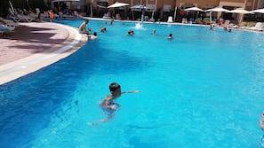 Piscina interna, piscina externa sazonal