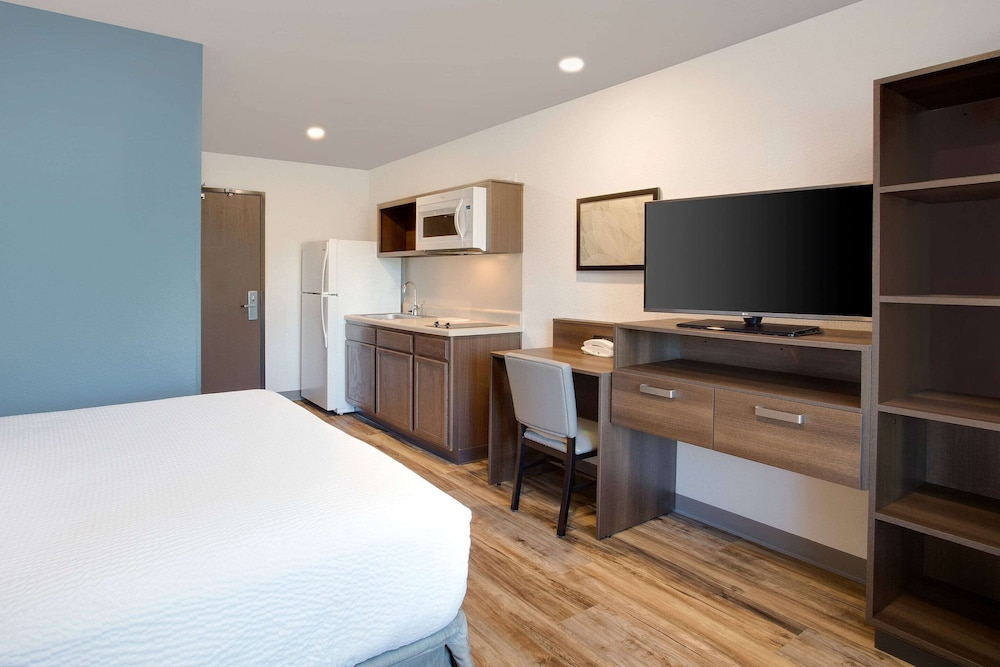 Room, WoodSpring Suites West Melbourne I-95