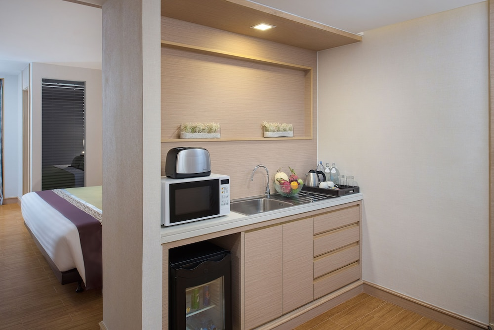 Private Kitchenette, Solitaire Bangkok Sukhumvit 11