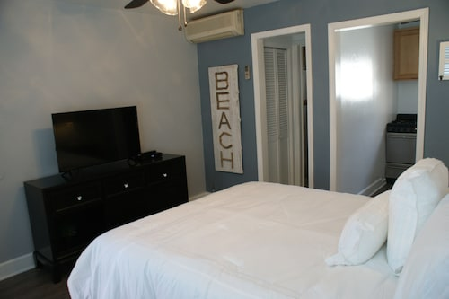 Luxurious Studio Suite - Steps Away From Hermosa Beach Strand
