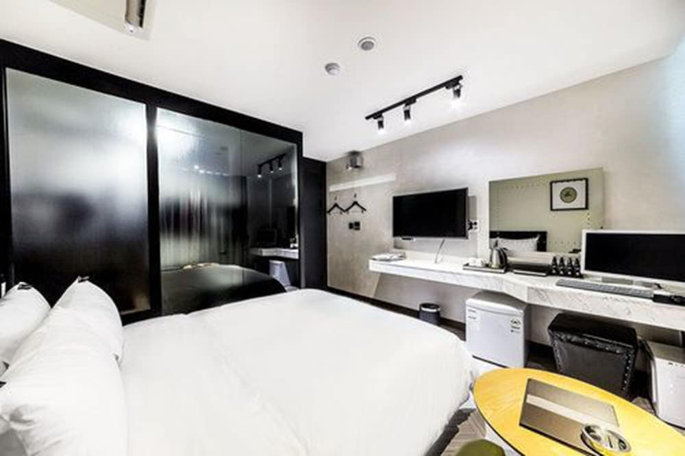 Room, Hotel 9 in Dongdaemoon