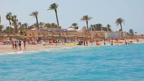 Plage privée, parasols, serviettes de plage, beach-volley