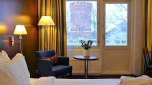 Minibaari, tallelokero huoneessa, työpöytä