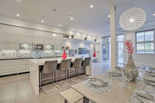Best of The Row: Penthouse Terrace Villa, 2800sqft of Indoor/outdoor Living