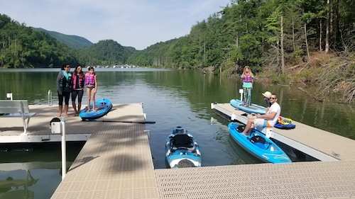 Family Fun, Lake Front Home Private Dock With Water Toys Wifi & Cell Service