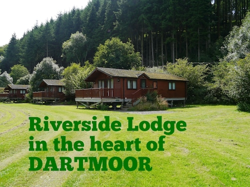 Spacious Riverside Lodge in a Beautiful Wooded Dartmoor Valley pet Friendly