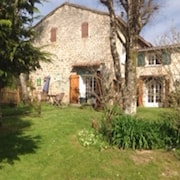 Seventeenth Century Cottage.heart of the Limousin Forest.family and pet Friendly