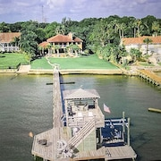 Gulf-front Estate With Waterfront Views. Walk to Boardwalk Lots of Garden Games