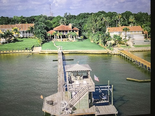 Gorgeous Waterfront Views From Gulf-front Estate Home