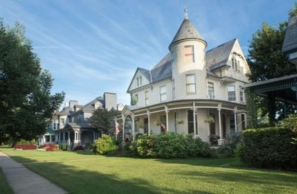 Featured Image, 10 Clarke Bed & Breakfast