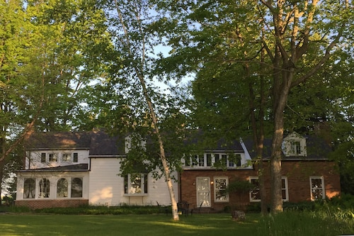 Great Place to stay Enchanted Lake Estate ON Lake Michigan/2963sqft Home/300ft of Lake Bluff/3 Acres near Manitowoc