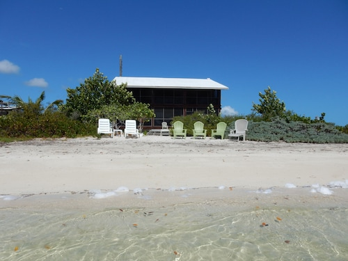 Bonefish Bay Private and Secluded Beachfront House, 100% Solar and Wind Powered