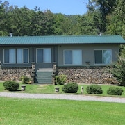Baker House! Cleanest Cabins ~ Covered Boat Port W/power - Wifi - Pets