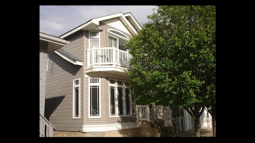 Newly Renovated! Great Location! Less Than 2 Blocks From The Beach!