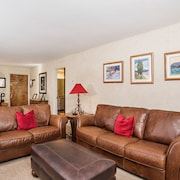 Fantastic 2 Bedroom Condo on Golf Course, Incl.2 Fishing Badges! Holidays Avail!