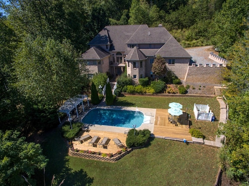 Huge Lakefront Castle, Pool,dock,the Ultimate 2500s.f. Arcade! Hot Tub & Firepit