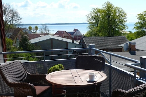 Comfortable Apartment With Lake View, Balcony, Close to Shopping, Quiet, Wlan