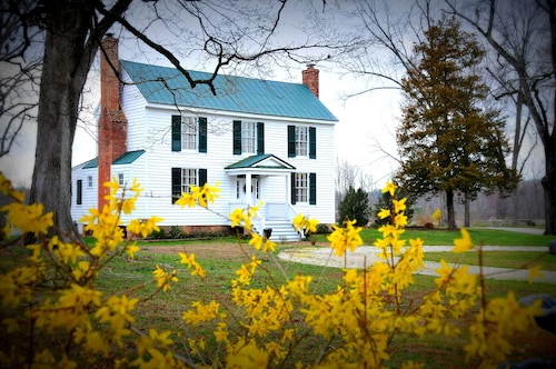 Great Place to stay Step Back Into The Mid 19th Century! Enjoy An Idyllic Virginia Country Retreat near New Kent