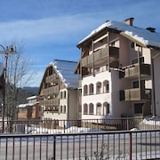 Sunny Apartment Within Walking Distance to the ski Slope