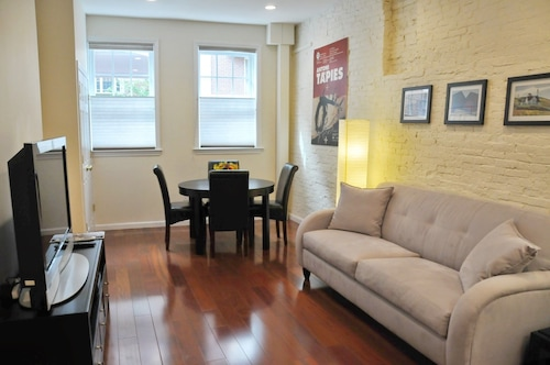 Beacon Hill Fabulous ONE Bedroom Newly Renovated