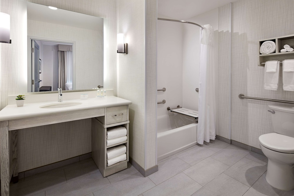 Bathroom, Homewood Suites by Hilton Long Beach Airport