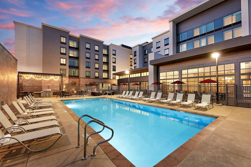 Pool, Homewood Suites by Hilton Long Beach Airport